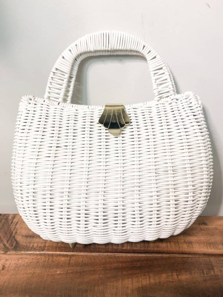 Thrift Store Finds | This white woven bag has the coolest scalloped closure that gives off major vintage vibes. The perfect summer bag.