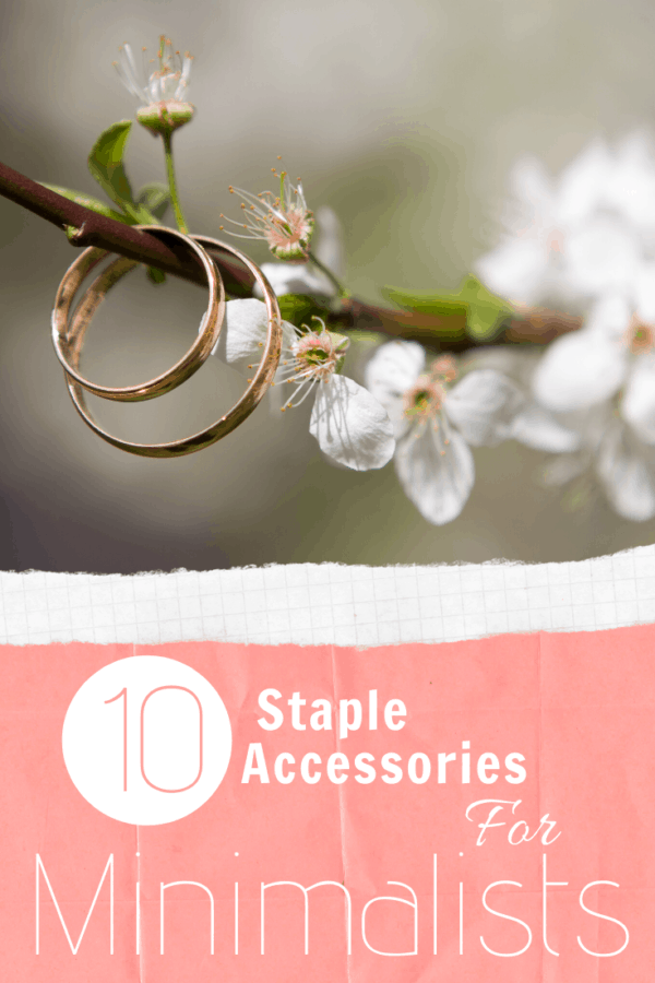 Do you consider yourself a minimalist? Or maybe you just like the ease of having go to accessories that work with everything? Well these staple accessories for minimalists are just what you need to make accessorizing a no brainer!