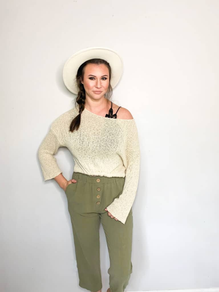 As we move closer and closer to fall it's time to start thinking about wardrobe transitions. This sweater and these cotton trousers that I picked up in this end of summer thrift haul are perfect to transition into fall. Check out the other great pieces I picked up and how I plan to wear them into the fall!