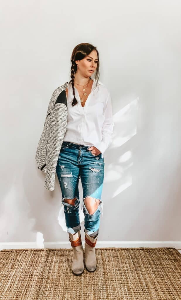 These thrifted fall basics are perfect for all your casual fall outfits. This basic white collared button down shirt can be worn casually by paring it with some ripped up jeans, a textured jacket and some gray above the ankle boots with tan leather straps.